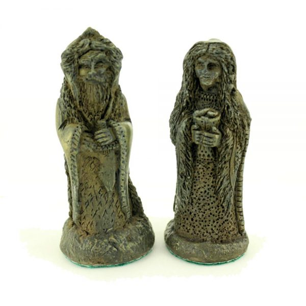 View the king and queen of the dark pieces of the Celtic Legends Irish Chess set